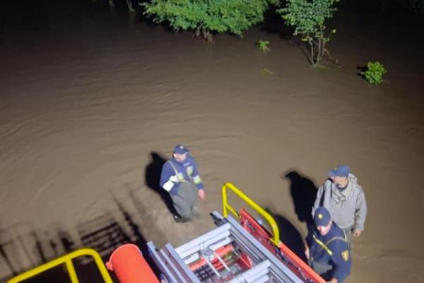 Негода на Рівненщині валила дерева, затоплювала двори та знеструмила 28 сіл