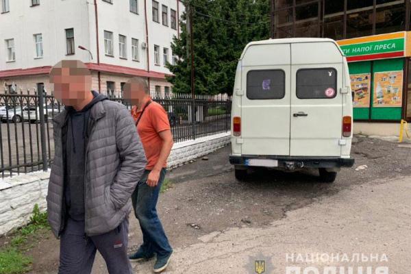 На Рівненщині з автобуса «Еталон» вкрали колеса (ФОТО)