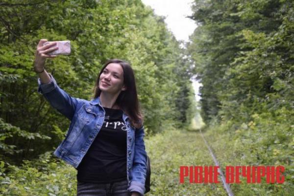 На Сарненщині відкрили Тунель щастя, конкурент Тунелю кохання (Відео)