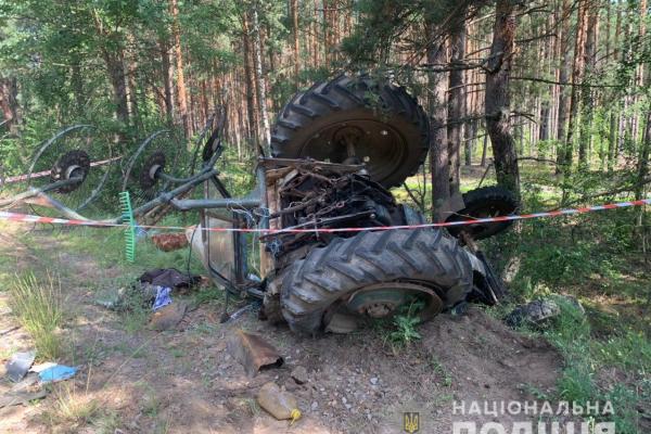 На Сарненщині «DAF» з причепом допустив зіткнення із попутним трактором (ФОТО)