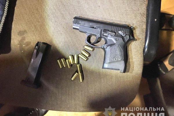 Наркотики та зброю вилучили поліцейські у жителя Здолбунова