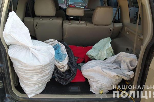 У Володимирецькому районі поліцейські вилучили 45 кілограмів бурштину