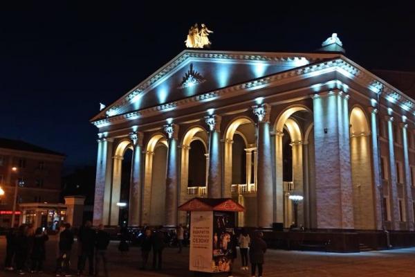 У Рівному підсвітили Драматичний театр в рамках проекту Віталія Коваля #Подаруй_світло