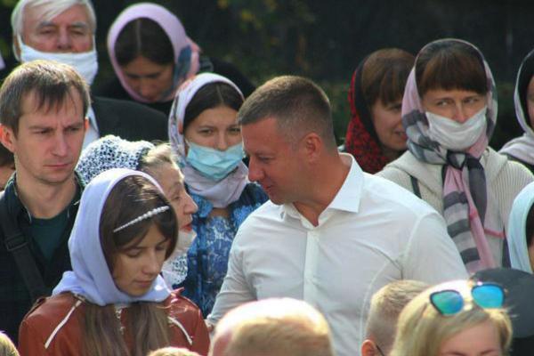 Віктор Шакирзян подарував учням недільної школи інтерактивну дошку