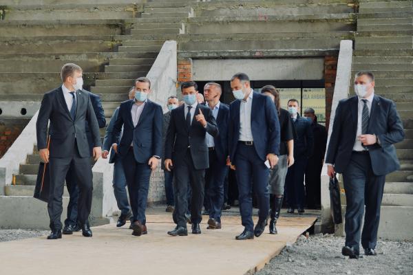 Президент відвідав будівництво басейну на Макарова у Рівному