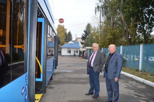 У Рівному придбали чергові нові тролейбуси та спецтехніку для комунальників