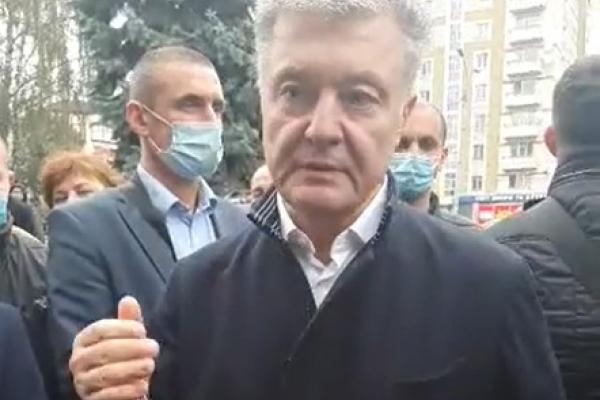 У центрі Рівного розгулював Петро Порошенко (Відео)