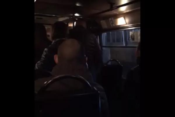 У Рівному чоловік вдарив жінку, бо йому не вистачило місця у маршрутці