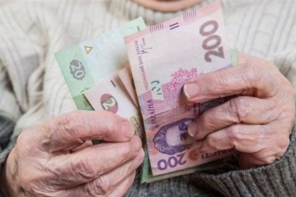 У рівненської бабусі зникло близько 40 тисяч гривень після візиту шахрая