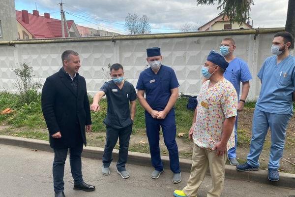 Віктор Шакирзян передав до міської лікарні кисневі балон