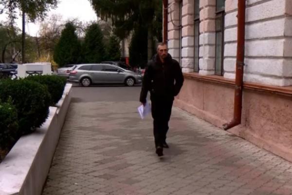 У Рівному чоловік подав до поліції заяву на президента (Відео)