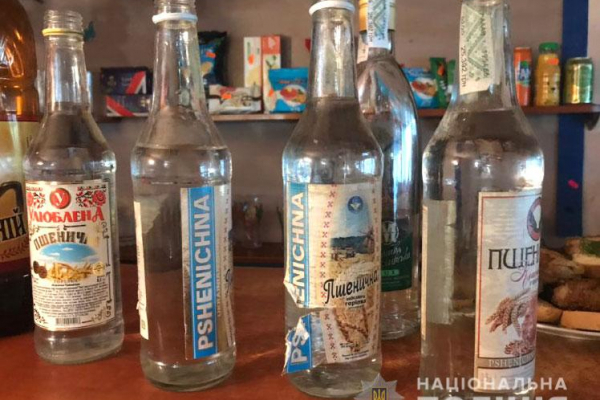 Працівники Рівненської поліції конфіскували близько 200 літрів фальшивого алкоголю