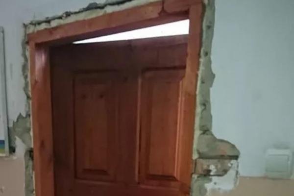 Обдерті стіни та грибок: як виглядає Квасилівська амбулаторія сімейної медицини (Фото)