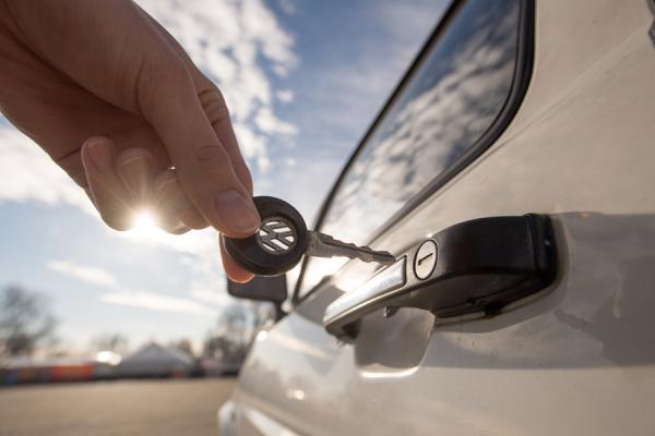 На Рівненщині все частіше торгують автівками з фальшивими номерами