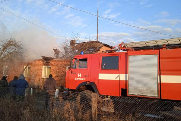 У селі Лютинськ вогонь ледь не знищив 3 будівлі