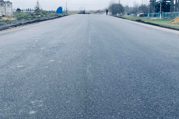 У селі Уїздці Здолбунівського району ремонтують сумнозвісну ділянку дороги