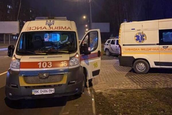 Потерпілі у перестрілці в Рівному перебувають в лікарні у стані середньої важкості