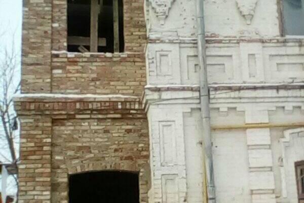 У центрі Рівного ремонтують історичну будівлю (ФОТО)