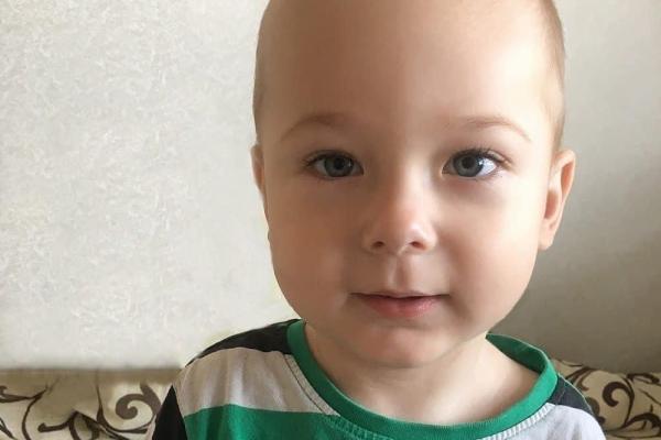 На Рівненщині батько просить допомогти врятувати сина від страшної хвороби СМА (SMA)