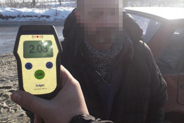 Житель Рівненщини, водій автомобіля «ВАЗ 21099», розбив паркан та втікав від поліції (ФОТО)