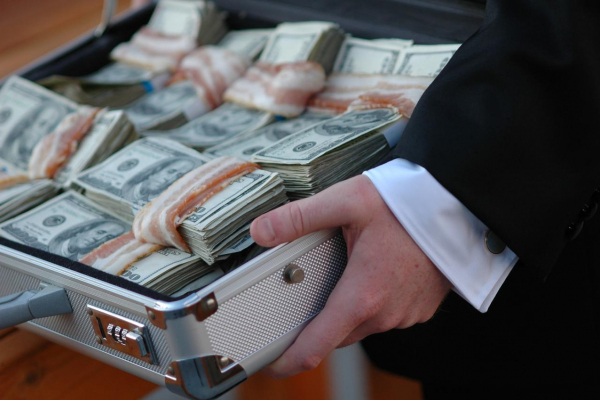 Розтрата, привласнення та відмивання майже 3 млн гривень: у Рівному судитимуть двох директорів