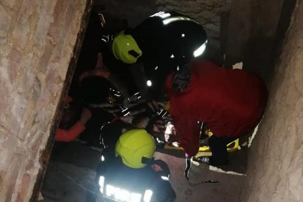 Дубенські рятувальники визволили чоловіка з погребу