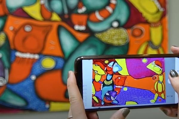 У Рівному триває виставка картин з доповненою реальністю Емми Андієвської (ВІДЕО)