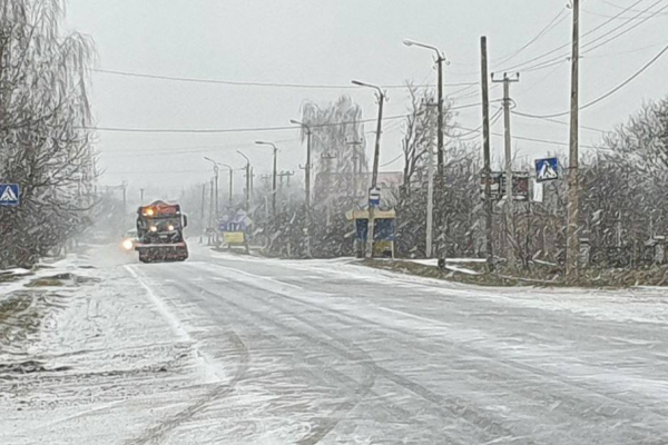 Водіїв закликають утриматися від поїздок Рівненщиною на час активного циклону