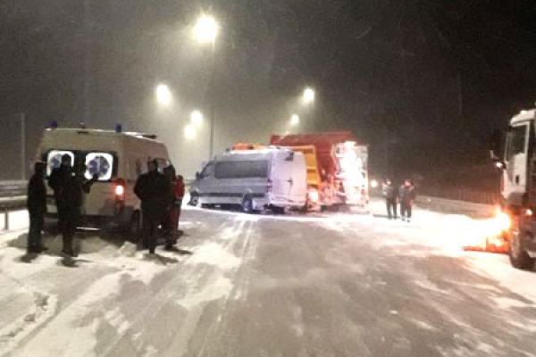 На Гощанщині не розминулися маршрутка та снігоочисна машина (ФОТО)