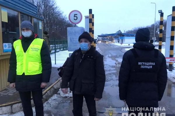 На Рівненщині міграційна поліція та міграційна служба видворили за межі країни іноземця