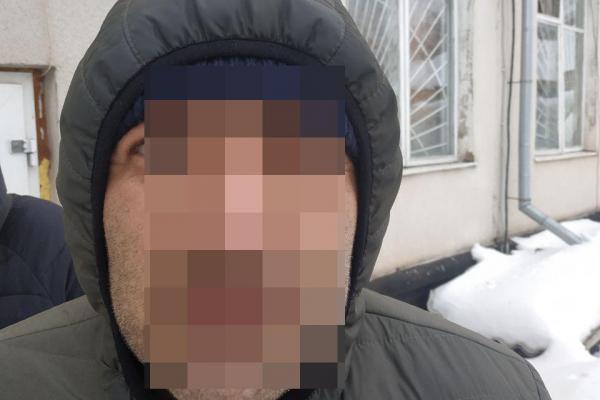 У Корці з автівки викрали 70 тисяч гривень, злочинця затримали на Тернопільщині