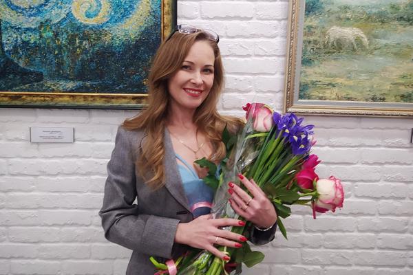 Рівненська журналістка представила свою першу персональну виставку живопису (ВІДЕО)