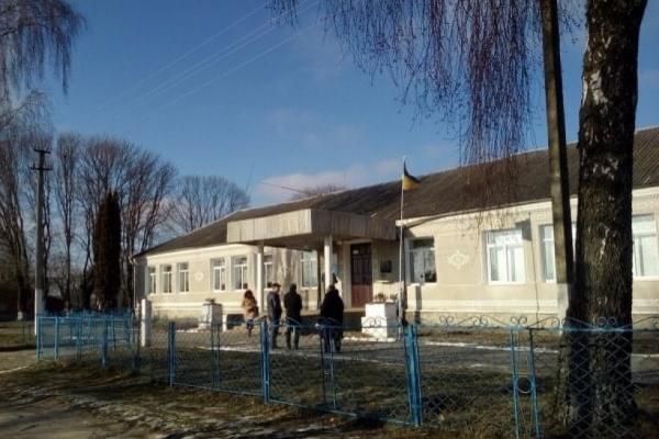 Через аварійний стан школи у селі Борбин учні навчаються дистанційно (ФОТО)