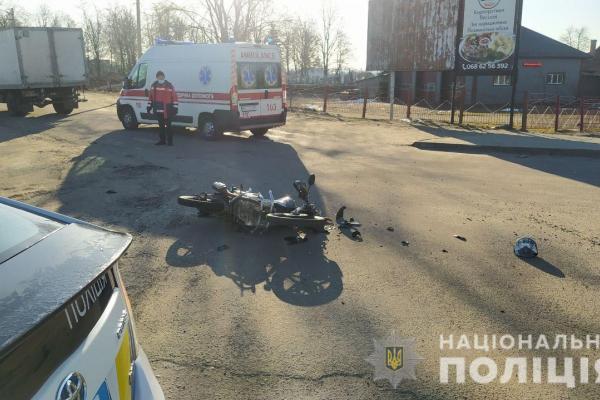 У Володимирці мотоцикліст врізався у вантажівку
