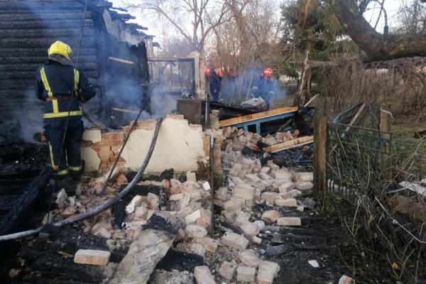 У Рівненському районі чоловік отримав сильні опіки під час пожежі