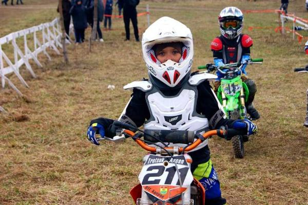 На Острожчині відбулися змагання з мотокросу