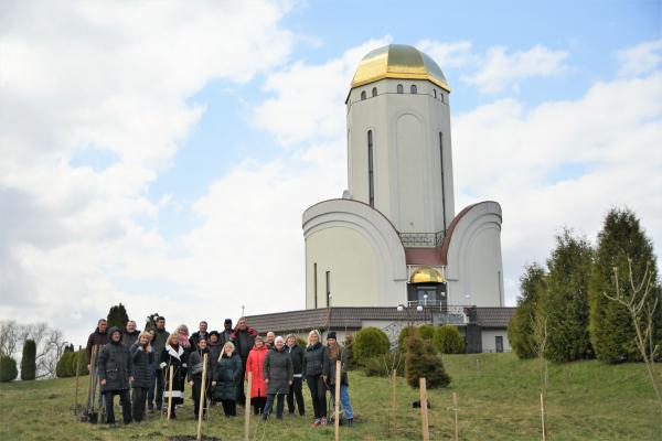 На Рівненщині в рамках акції «Озеленення України» висадили бузкову алею