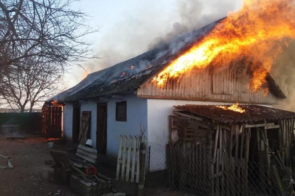 Гощанські вогнеборці ліквідували пожежу у приватному господарстві (ФОТО)