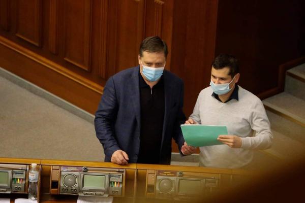 Лікарняні, кредити, навчальний рік: у Верховній Раді проголосовано нові законопроекти