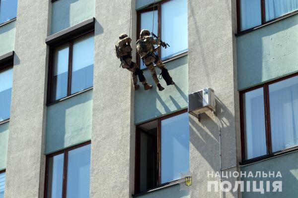 Поліцейські Рівненщини взяли участь в антитерористичних навчаннях (ВІДЕО)