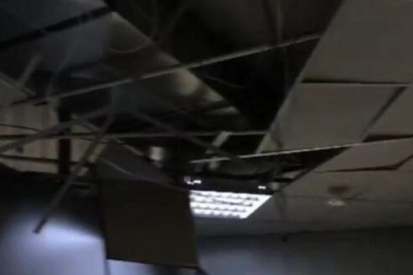 У Рівному в торговому центрі обвалилася стеля (Відео)