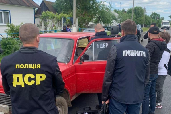 Хабар за сосну: на Рівненщині затримали лісничого