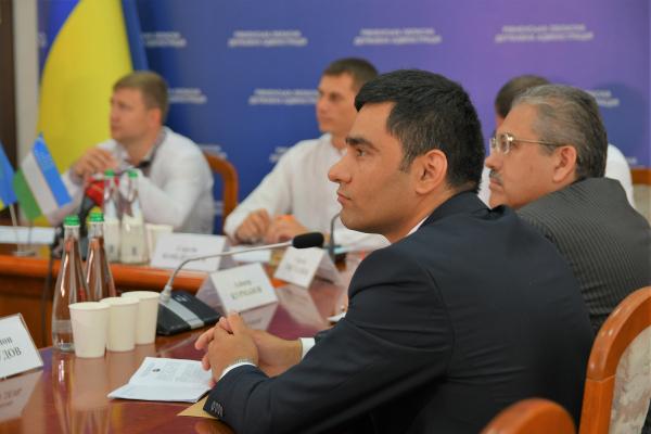 Рівненщина планує експортувати до Узбекистану меблі та фанеру