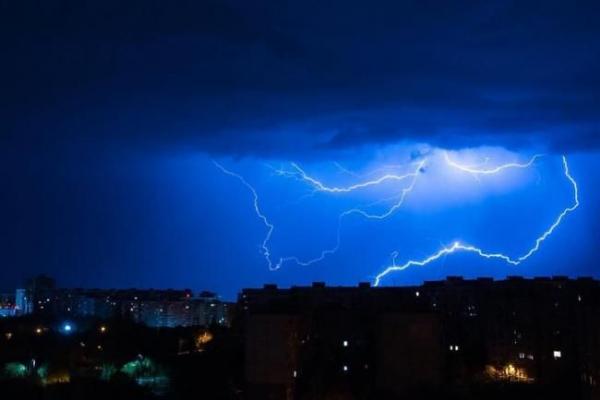 Складні погодні умови спостерігатимуться на Рівненщині 19 липня