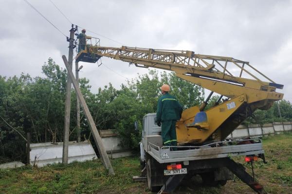 На Рівненщині негода знеструмила 17 населених пунктів