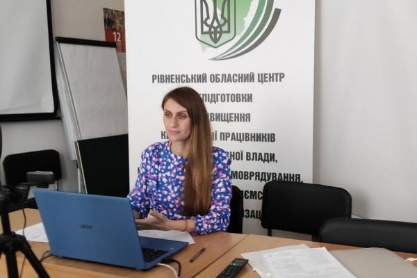 Перша п'ятірка державних службовців Рівненщини сьогодні складала іспит з української мови.