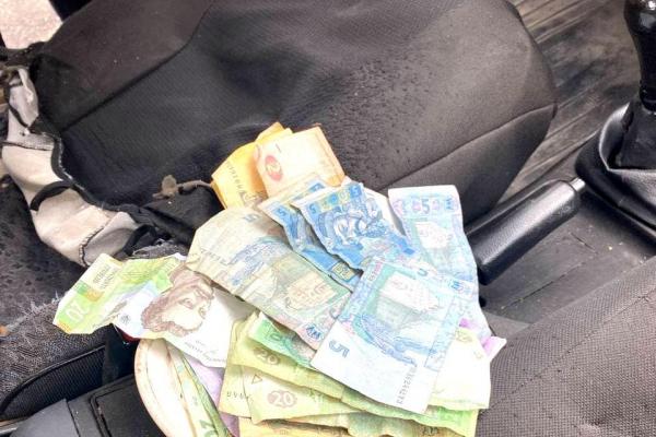 Житель Костополя усіма грошима намагався відкупитися від поліцейських за домашнє насильство