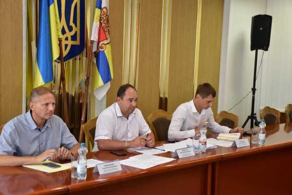На Рівненщині депутати хочуть врегулювати продаж необробленої деревини через електронні аукціони