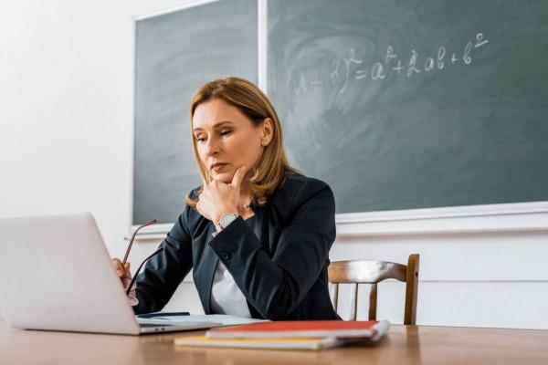 Вчителям Рівненщини придбають ноутбуки
