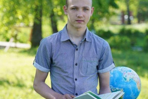 Хлопець з Рівненщини бореться з енцефалітом та потребує допомоги